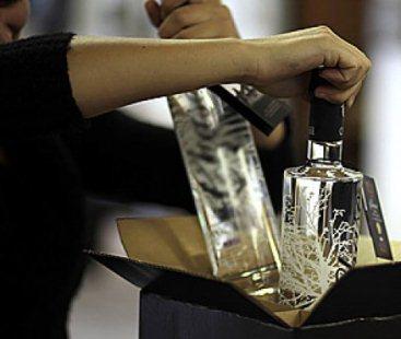 В Волжском из магазина украли 38 ящиков спиртного