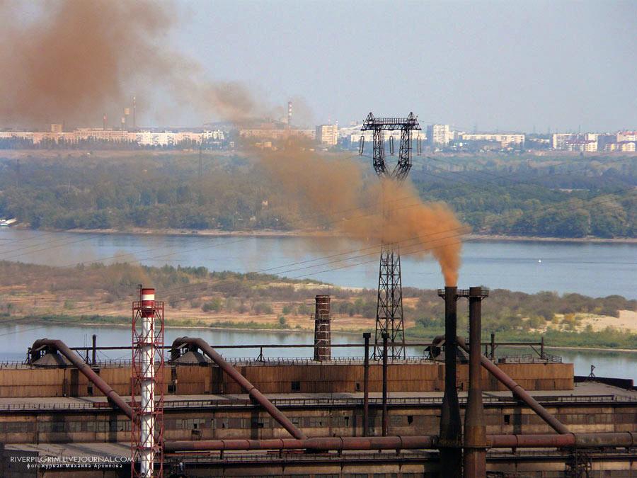 Волгоградский завод «Красный Октябрь» осуществляет выброс загрязняющих веществ без разрешительной документации