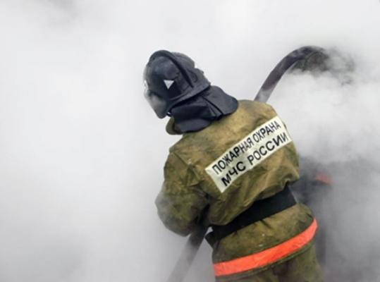 Под Волгоградом горели гаражи лодочной станции «Нептун»