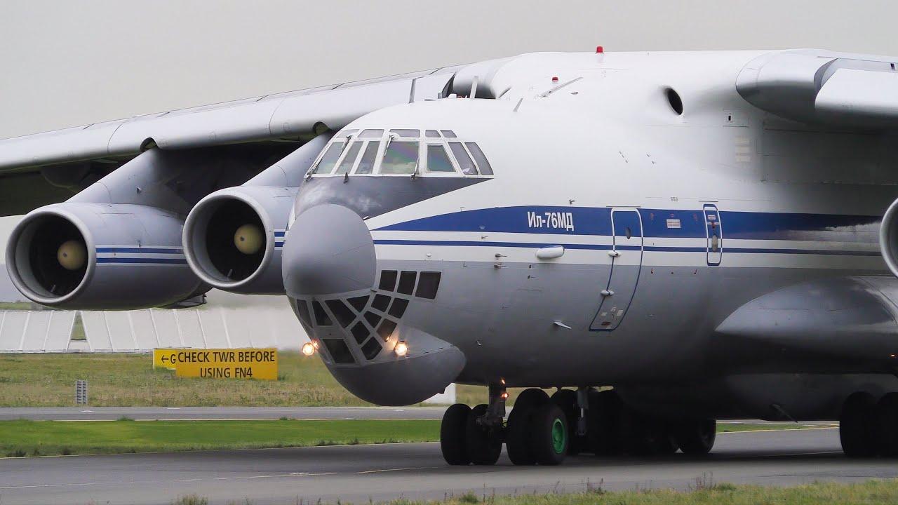 «Голубые береты» десантировались из Ил-76 под Костромой - видео