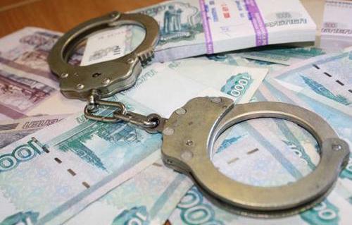 В Волгоградской области бывшие сотрудники наркоконтроля за получение взятки в крупном размере предстали перед судом
