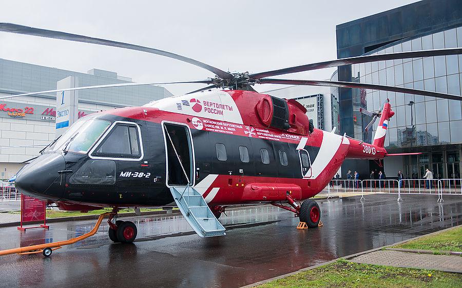 Путин в Казани осмотрел модернизированные самолеты и новый вертолет Ми-38Т