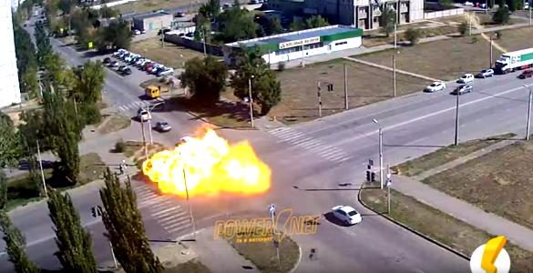 В Волжском в ДТП взорвалась и загорелась маршрутка