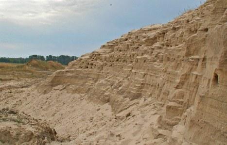 В Волгоградской области 3-летнего мальчика насмерть засыпало песком