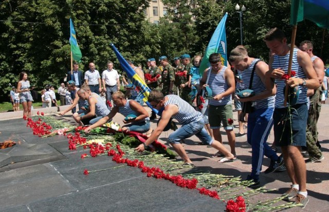 Около миллиона десантников отметят День ВДВ