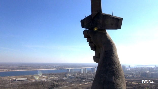 Американский портал Business Insider удалил из своего рейтинга самых абсурдных строений монумент «Родина-мать зовёт!» на Мамаевом кургане в Волгограде