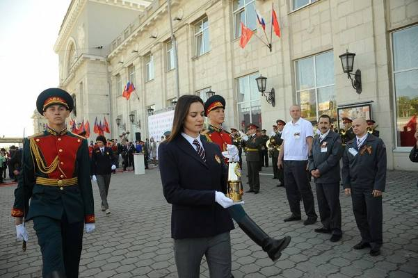 Вечный Огонь с могилы Неизвестного Солдата в Москве прибыл в Сталинград
