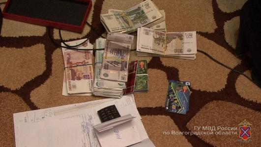 В Волгограде и Волжском пресечена преступная схема по обналичиванию денег