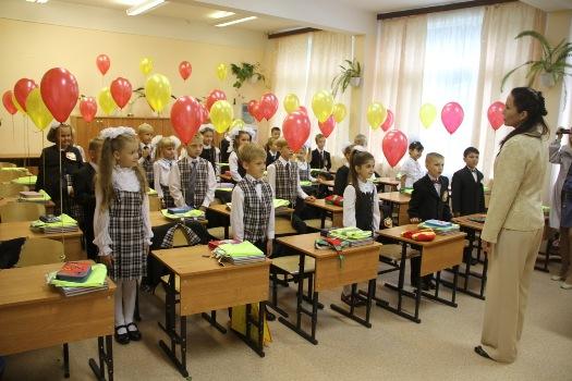 На развитие образования в Волгоградской области выделена сумма, равная трем автомобилям для депутатов - чуть больше 20 тысяч рублей на школу