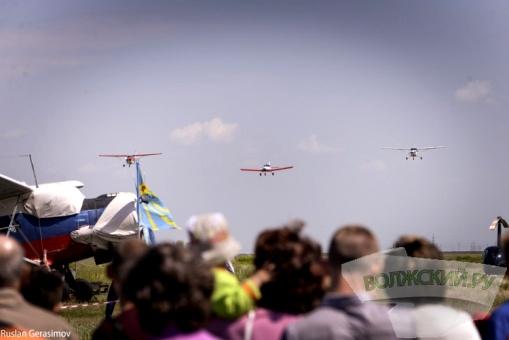 На аэродроме Среднеахтубинского аэроклуба в Волгоградской области состоялся авиафестиваль в честь 100-летия Маресьева
