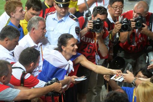 Прыгунья с шестом из Германии Лиза Рыжих обвинила двукратную олимпийскую чемпионку Елену Исинбаеву в «унижении иностранных спортсменов»