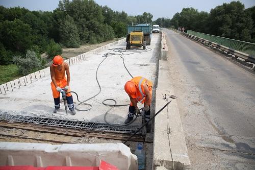 В Ленинском районе Волгоградской области возобновлен ремонт моста через Ахтубу