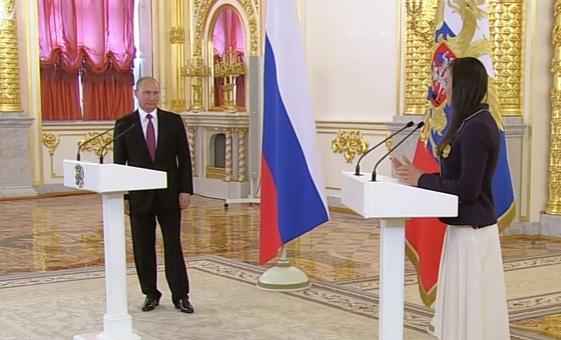 Елена Исинбаева расплакалась на встрече с президентом